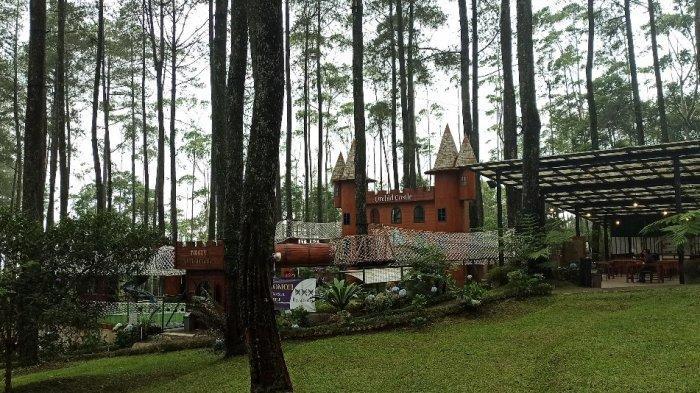 Sebuah kastil di Orchid Forest Cikole, Lembang, Kabupaten Bandung Barat.