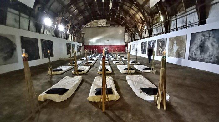 Tisna Sanjaya Bangkitkan Lagi Bekas Bioskop Dian yang Hampir Berusia Seabad Lewat Pameran Tunggal
