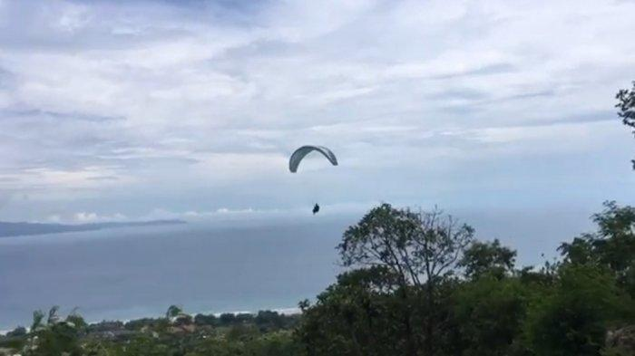 Terbang dengan Paralayang dari Gunung Haneuleum, Sukabumi, Hati Plong Beban Hidup Lepas