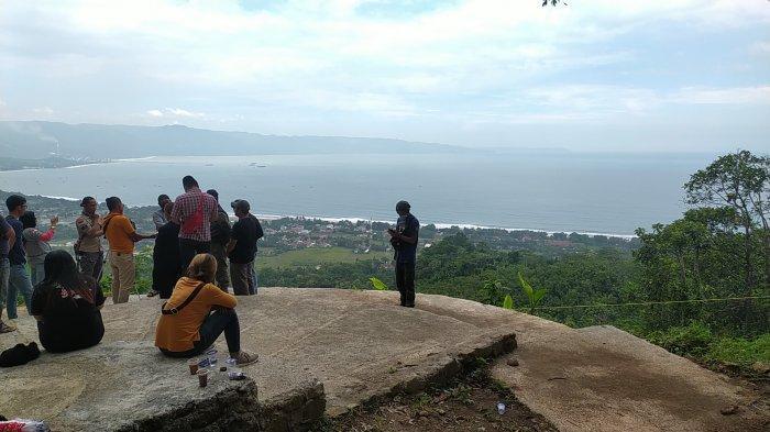 Lokasi tinggal landas untuk paralayang di Gunung Haneuleum, Palabuhanratu, Sukabumi