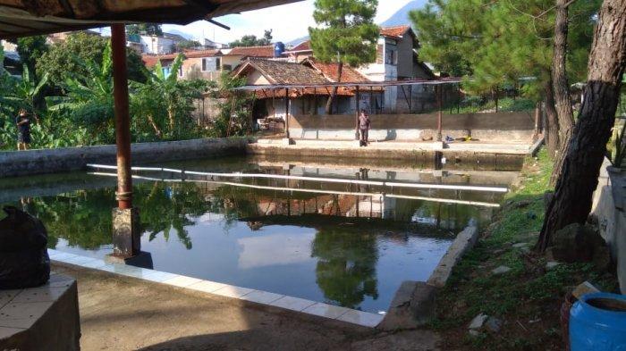 Pemancingan Rineh di Jalan Desa Cipadung, Kelurahan Cipadung, Kecamatan Cibiru, Kota Bandung.