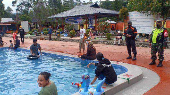 Pemandian air panas Ciwalini,Ciwidey kembali dibuka dengan pengawasan Satgas Covid-19, Senin (17/5/2021)