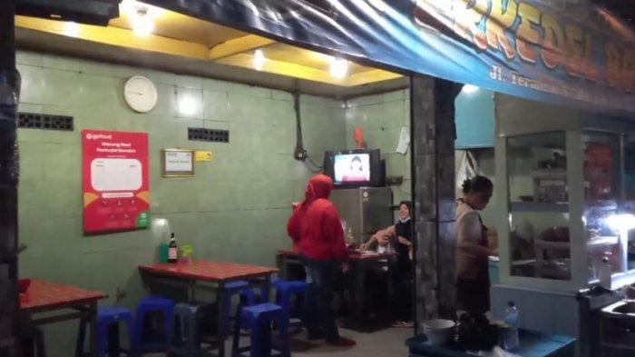 Kedai Perkedel Bondon, di Jalan Stasiun Timur No 14, Kebon Jeruk, Kecamatan Andir, Kota Bandung