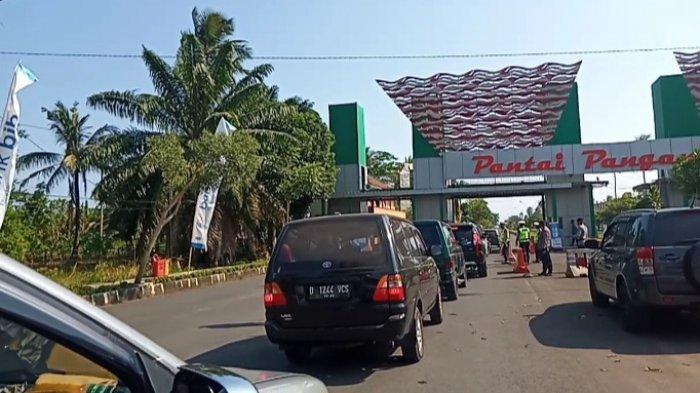 Suasana di gerbang masuk Pantai Barat Pangandaran, Jumat (14/5/2021)