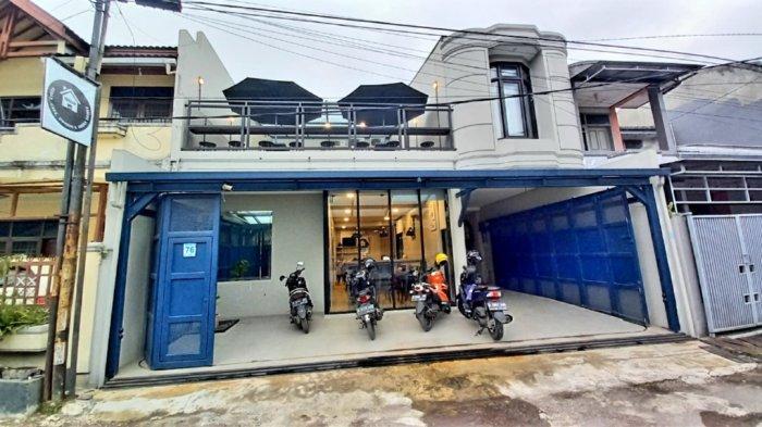 Kafe Rumah None di Jalan Taman Kopo Indah, Blok H, No 76, Kota Bandung.