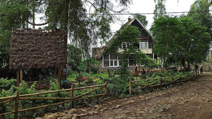 Tampak depan Rumah Pengabdi Setan di Pangalengan, Kabupaten Bandung
