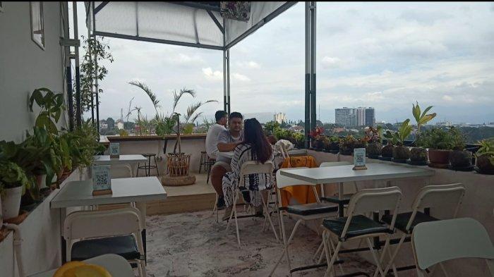 Bistro dengan Suasana Tropikal Industrial di Ciumbuleuit, Sajikan Pemandangan Bandung