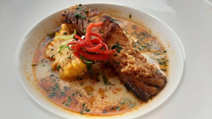 Salmon Lodeh di Oasis Bistro Aston Cirebon Hotel & Convention Center, Jalan Brigjend Dharsono, Kecamatan Kedawung, Kabupaten Cirebon