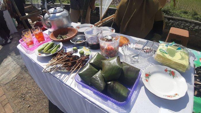 Sate maranggi yang disajikan dalam Festival Sate Maranggi di Situ Wanayasa, Purwarkata, Jumat (25/12/2020)