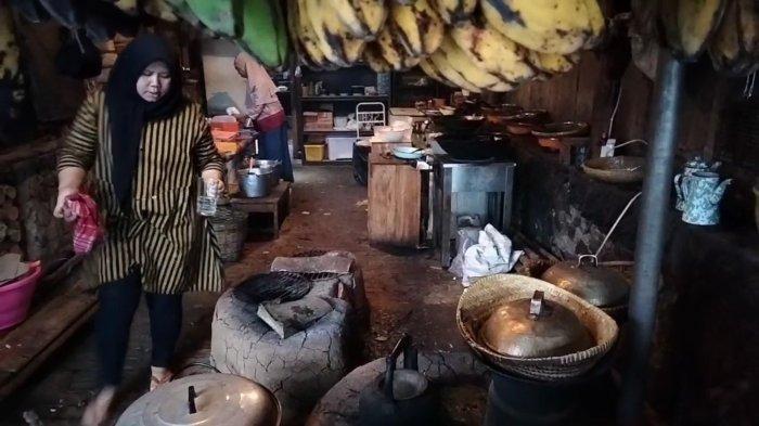 Saung Kopi Hawwu di Jalan Baru Cigintung-Cirendang, Kuningan