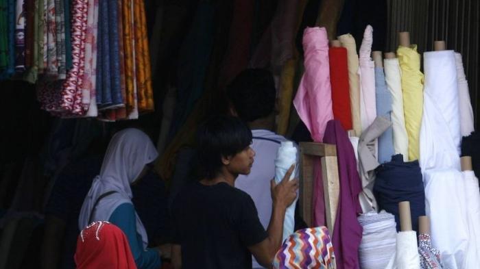 Belanja kain di Sentra  Tekstil Cigondewah bisa kiloan bisa meteran