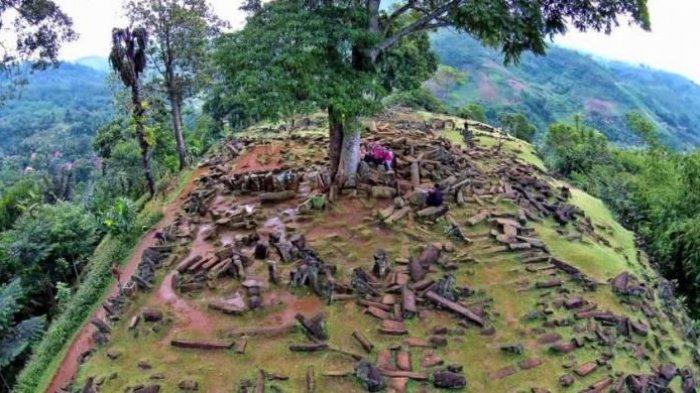 Situs budaya megalitik di Kampung Gunung Padang RT 01/08, Desa Karyamukti, Kecamatan Campaka, Kabupaten Cianjur.