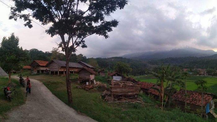 Suasana Desa Cibuntu, di Kecamatan Pasawahan, Kabupaten Kuningan