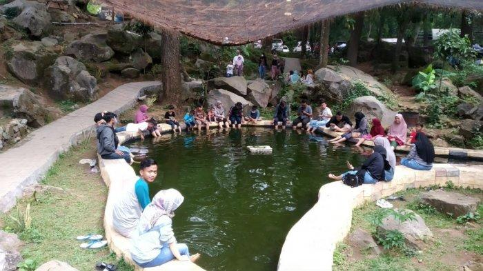 kolam terapi ikan di Telaga Cicerem, Desa Kaduela, Kecamatan Pasawahan, Kabupaten Kuningan