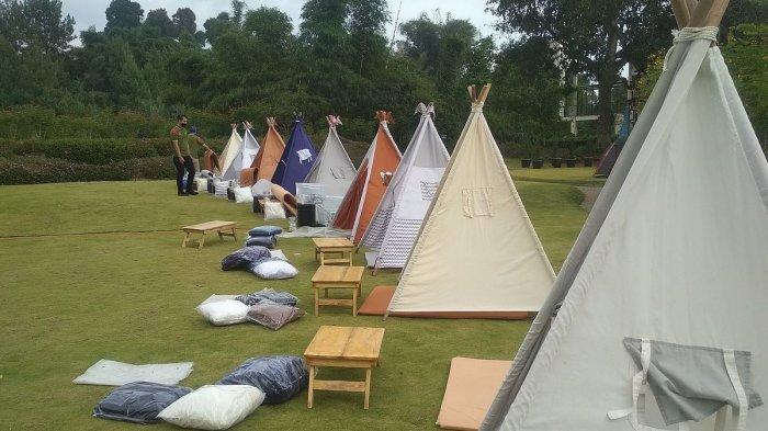Suasana Tenda Di Bawah Bintang yang berlokasi di Jl. Sersan Bajuri No.102, Cihideung, Kec. Parongpong, Kabupaten Bandung Barat