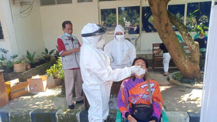 Tes swab antigen acak bagi wisatawan yang berkunjung ke Tegalwaru