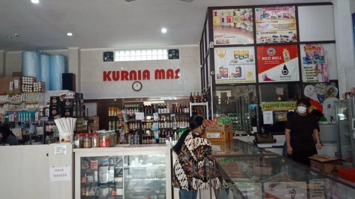 Toko Kurnia Mas di Jalan Cihapit Bandung yang menjual bahan-bahan dan peralatan kue