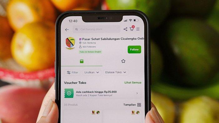 Pedagang Pasar Sabilulungan Cicalengka, Kabupaten Bandung dapat memasarkan dagangannya secara online melalui Tokopedia