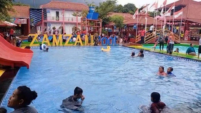 Suasana Liburan Natal dan Tahun Baru di Zamzam Pool, Desa Manislor, Kecamatan Jalaksana, Kabupaten Kuningan.