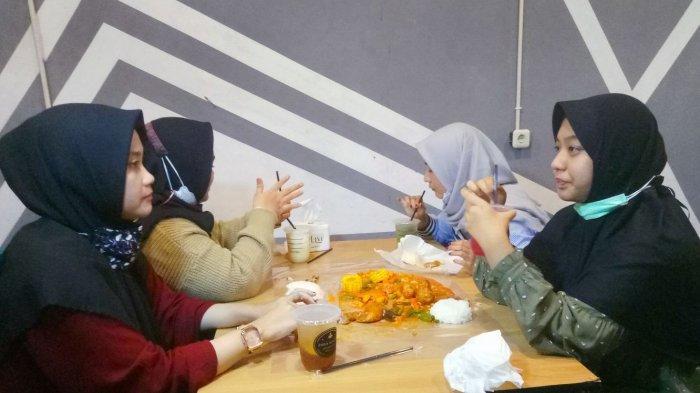 Kedai Zona Mager Ini Sediakan Menu Ayam Tumpah Seperti yang Biasa Disajikan di Resto-resto Seafood