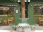 Di Kafe Bernuansa Eropa Ini Pengunjung Bebas Ngobrol Sambil Menikmati Menu-menu Lezat & Klappertaart