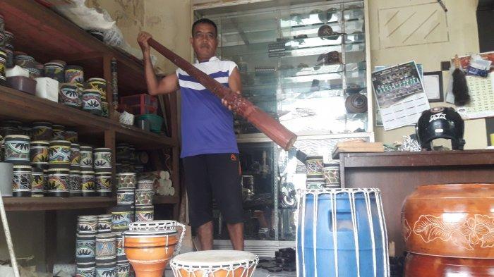 Dede Komarudin Bikin Alat Musik dari Limbah, Sebelum Pandemi Omzetnya Rp 20 Juta Per Bulan