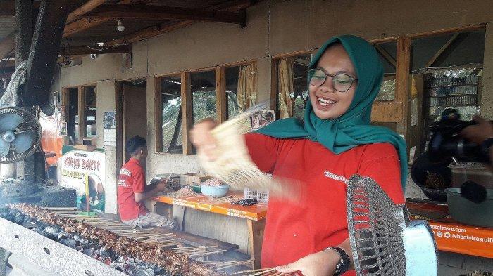 bakar sate kambing muda di sate Leces Gaul Tanjungsari, Sumedang