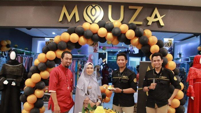Dini Fitriyah pemilik Mouza resmikan gerai Mouza di Miko Mall Bandung