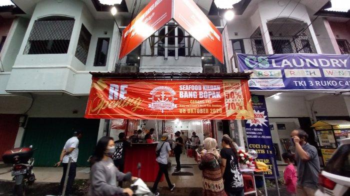 Cabang Seafood Kiloan Bang Bopak cabang ke-10 di Ruko TKI III Blok C No 40, Kopo, Kota Bandung.