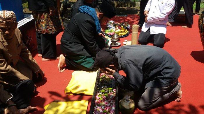 Jamasan Pusaka Kanjeng Prebu di Ciamis Tahun Ini Berlangsung Sederhana, Diisi Doa Agar Covid Berlalu