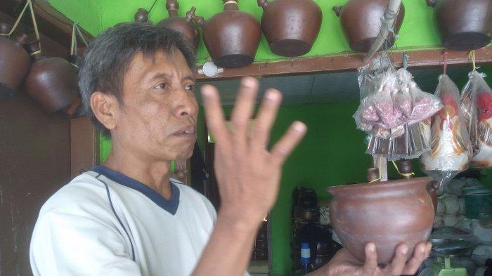Sucipno Bangga Jadi Perajin dan Penjual Produk-produk dari Tanah Liat
