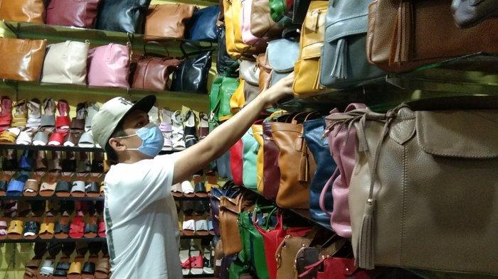 Setahun Buka Toko Produk Kulit, Omzet Risdian Capai Rp 50 Juta Per Bulan, Kini Lesu Sementara