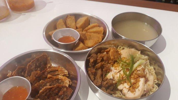 Nikmatnya  Bakmi Cina Kekinian di Wo Ai Mie: Disantap Bareng Ayam Hainan dan Kulit Crispy