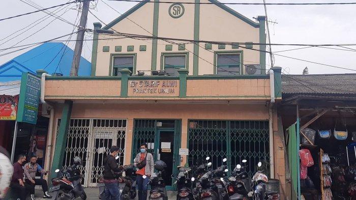 Klinik Pratama Dokter Syarif Alwi di Jalan Nusantara Raya, Blok A3/22, Perumnas 3, Kecamatan Bekasi Timur, Kota Bekasi.