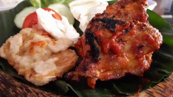 Menikmati Satu Ekor Utuh Ayam Bakar Bumbu Bali di DR Chicken