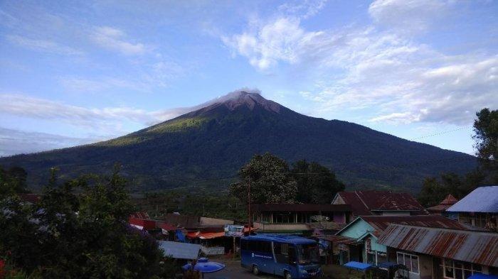 Sekitar 1600 pendaki Naik Gunung Kerinci, Erupsi Beulm Mengganggu Pendakian