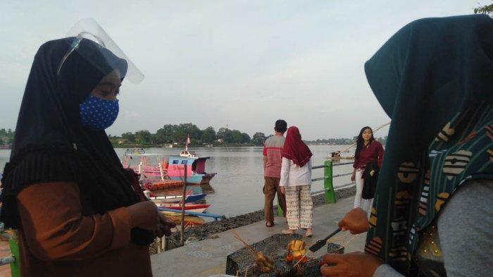 Pedagang Tempura di kawasan wisata Danau Sipin berjualan lagi walau masih pandemi Covid-19