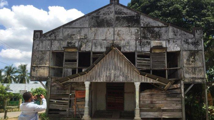 Bangunan bersejarah peninggalan Belanda yang ada di Muara Tembesi, Batanghari.