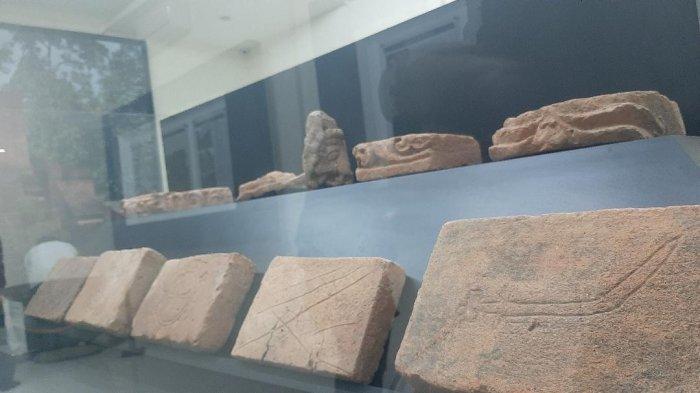 Koleksi batu bara di museum Candi Muaro Jambi peninggalan peradaban masa lalu.