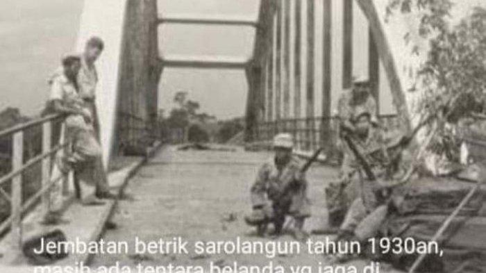 Prajurit Belanda sedang menjaga jembatan Beatrix pada massa kejayaan pemerintah Belanda