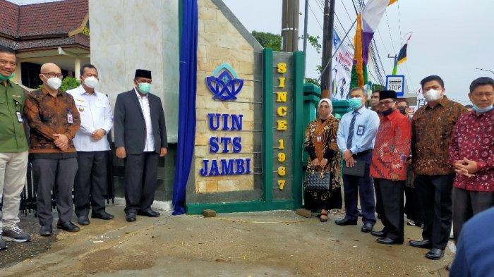 Kegiatan di UIN Sultan Thaha Saifuddin Jambi yang dihadiri Rektor UIN dan anggota DPR RI, Hasan Basri Agus