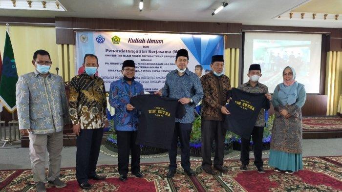Penandatanganan MoU yang dihadiri Rektor UIN, Prof Dr Su'aidi dan Wakil ketua Komisi VIII DPR RI