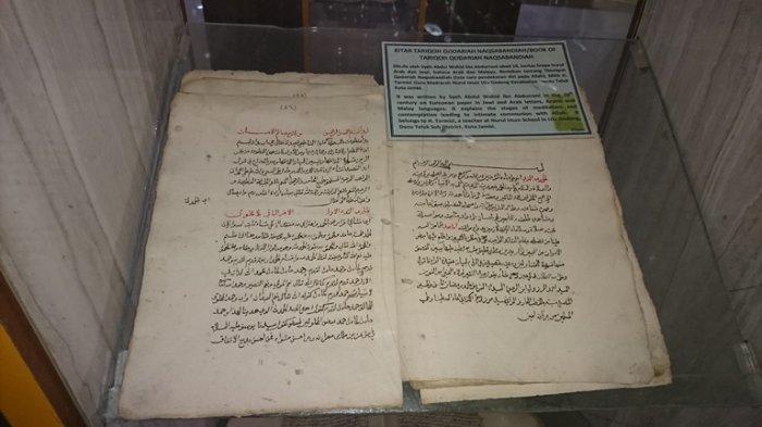 Satu Kitab koleksi di Museum Gentala Arasy