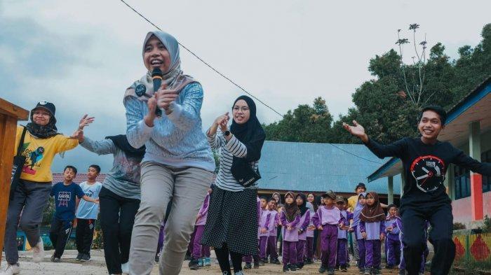 Komunitas 1000 Guru merupakan Komunitas Sosial Independen yang bergerak dalam bidang pendidikan