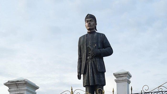 Patung Sultan Thaha Syaifuddin