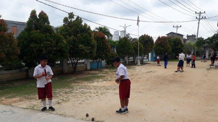 Lama Menghilang Permainan Tradisional Gasing Kembali Ramai Dimainkan Di Tanjab Barat Tribunjambi Wiki