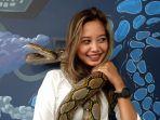 bungsu-anggota-komunitas-ular-jambi.jpg