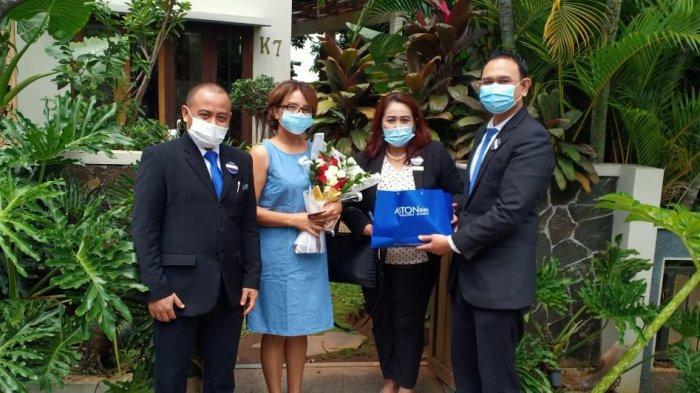 Memperingati Hari Ibu, Aston Inn Pandanaran Semarang Memberikan Karangan Bunga Segar