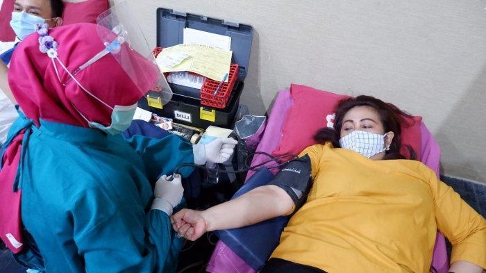 Aston Inn Pandanaran Semarang rayakan hari jadinya yang ketiga mengadakan kegiatan sosial yaitu donor darah yang bekerja sama dengan PMI Kota Semarang