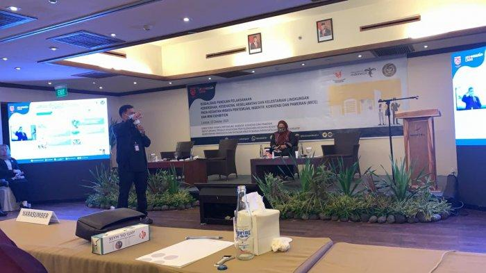 Kemenparekraf/Baparekraf gelar sosialisasi panduan protokol kesehatan berbasis CHSE bagi pelaku industri MICE di Surabaya, Manado, dan Lombok.